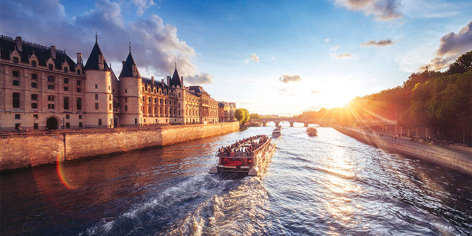 Boat trip in Seine river passing by the Conciergerie