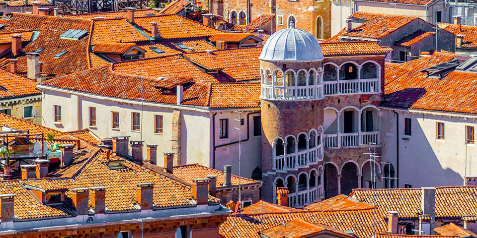 Discover the Scala Bovolo in Venice with our expert guide