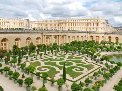 Tour to the Palace and Gardens of Versailles in Paris including admission