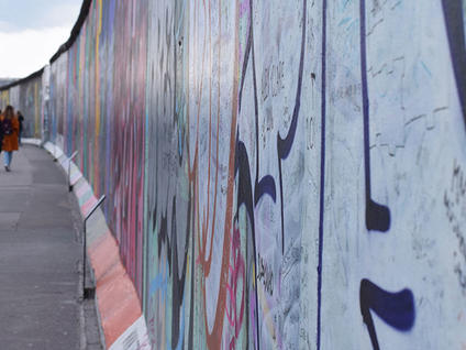 East Side Gallery - Free Tour Berlin Wall - Buendia tours