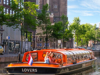 Canals Boat Cruise through Amsterdam - Buendía tours