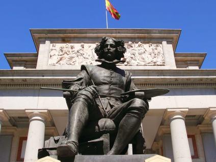 Estatua a Velázquez-Visita guiada por el Museo del Prado-Buendiatours