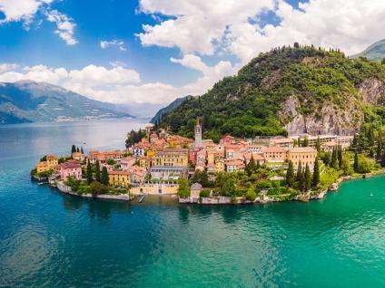 Pueblo de Bellagio en la orilla del Lago di Como, situado en la región de Lombardía, en el norte de Italia - Excursión al Lago de Como y Bellagio desde Milán - Buendía Tours Italia